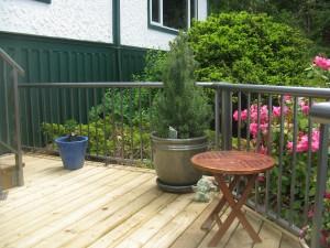 Aluminum Railing. Wooden Deck.